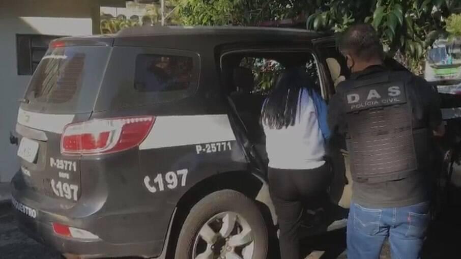 Policiais na operação para prender o grupo suspeito dos sequestros-relâmpago