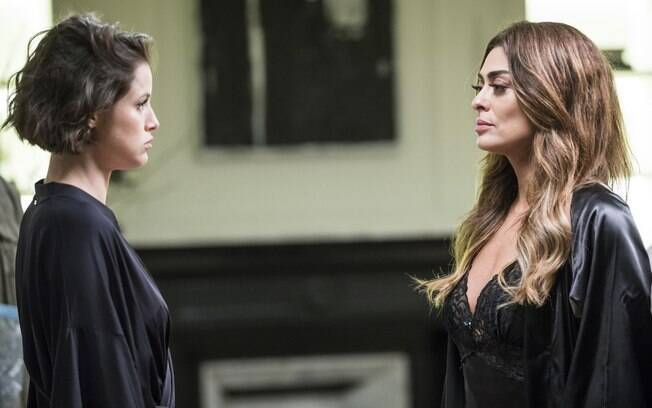 Jô (Agatha Moreira) e Maria da Paz (Juliana Paes)