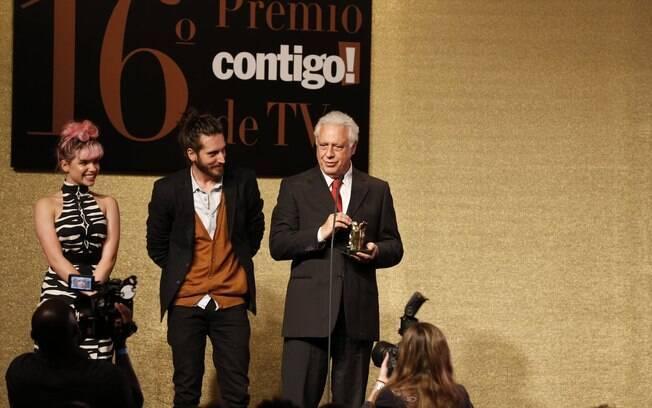 Bruna com Antonio Fagundes no palco