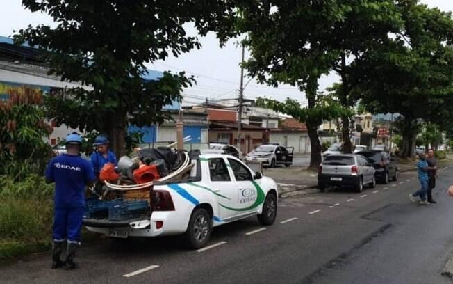 Policiais da 33ª DP (Realengo) prenderam sete suspeitos de praticarem furto de água e energia elétrica.
