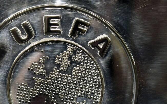 Uefa dá prazo para ligas decidirem sobre futuro de competições