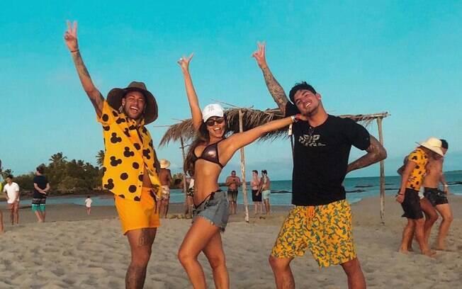 Foto de Neymar, Isabella Arantes e Gabriel Medina que gerou polêmica com Zé Felipe