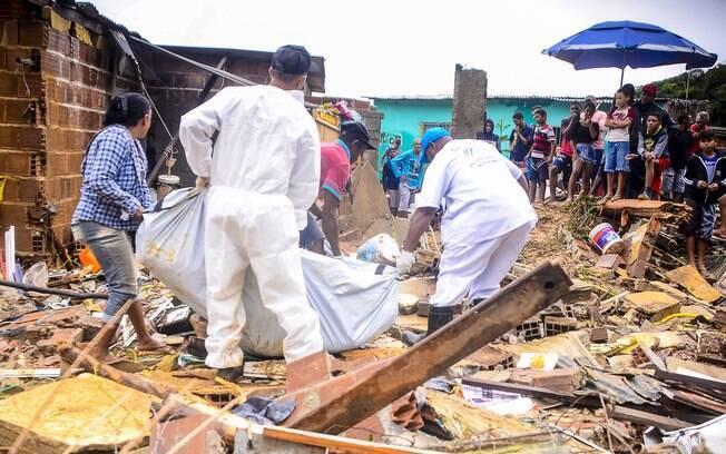 Chuvas dos últimos dias causaram a morte de 12 pessoas e trouxeram diversos transtornos para a cidade