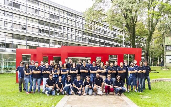 A equipe TOPUS Pesquisas Aeroespaciais conta com 43 membros; quatro deles irão viajar para participar da competição