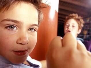 Além de aumentar a agressividade, palmadas estão relacionadas a ansiedade e depressão