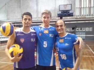 Everaldo, Alemão e Rafinha comemoram a chegada no atual campeão brasileiro
