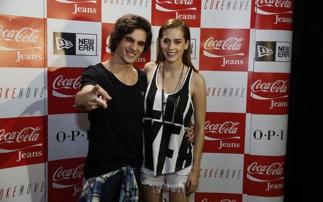 Fiuk e Sophia Abrahão nos bastidores do desfile da Coca Cola Jeans, no Fashion Rio