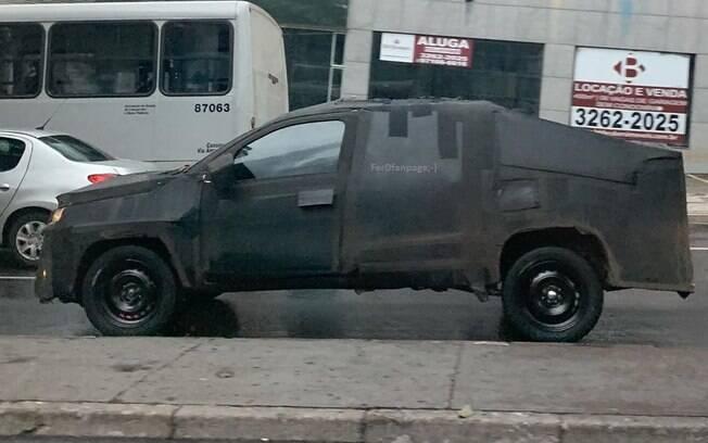 Fiat Strada camuflada