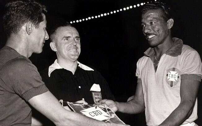 Capitão Zizinho em jogo do Brasil contra o Equador na Copa América de 1957. O resultado da partida foi Brasil 7 X 1 Equador