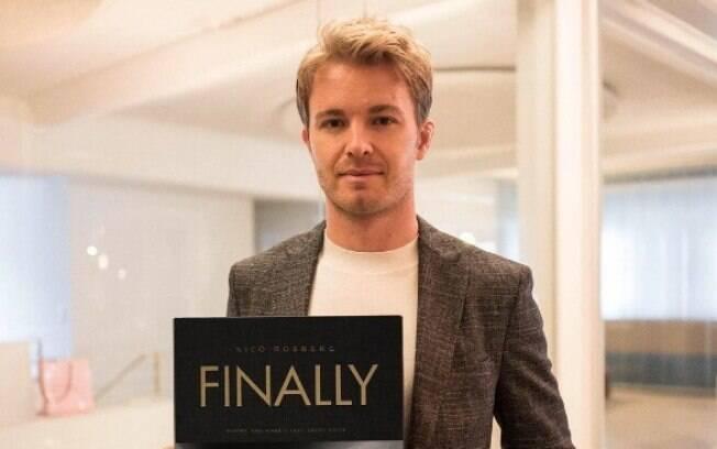 Finally traz mais de 200 imagens da temporada que trouxe o título à Nico Rosberg