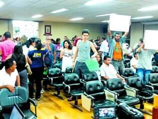 Revolta.  Moradores deixaram a Câmara de Pedro Leopoldo revoltados após aprovação da matéria