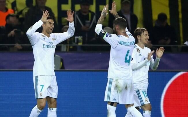 Jogadores do Real Madrid comemoram um do gols da primeira vitória sobre o Borussia Dortmund na Alemanha