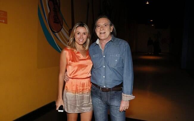 José de Abreu ao lado da mulher, Camila Mosquella