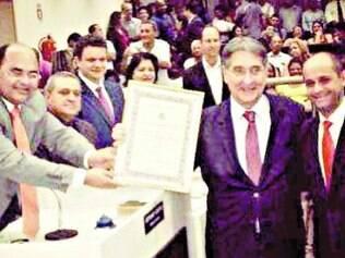 Pimentel recebeu título de cidadão honorário de Governador Valadares