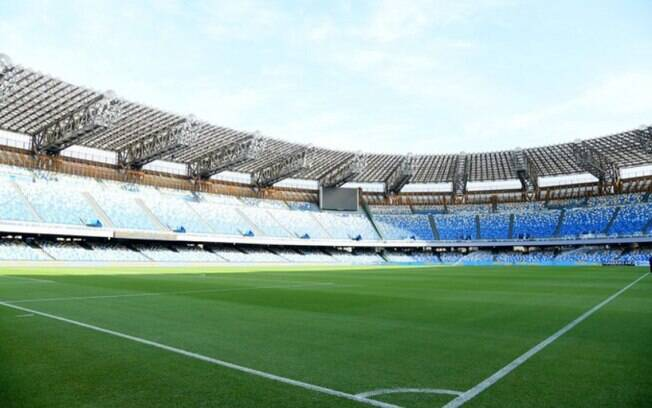 Prefeito de Nápoles pede mudança no nome do estádio San Paolo para homenagear Maradona