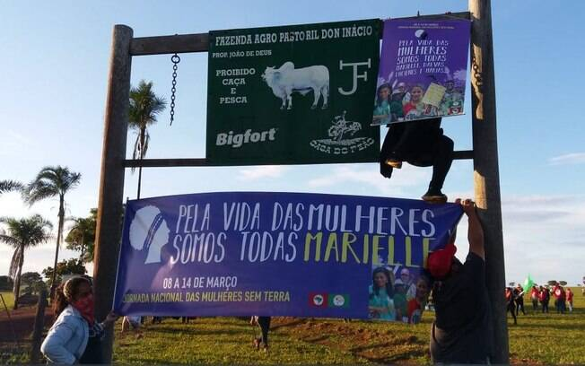 Mulheres do Movimento dos Sem Terra denunciam violência e ocupam fazenda do médium João de Deus em Goiás