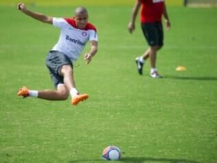 Wellington Paulista treinou na manhã desta terça-feira e será titular nesta quarta-feira