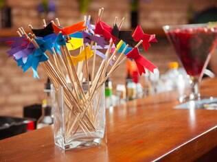 Bandeirinhas de papel para decorar o casamento