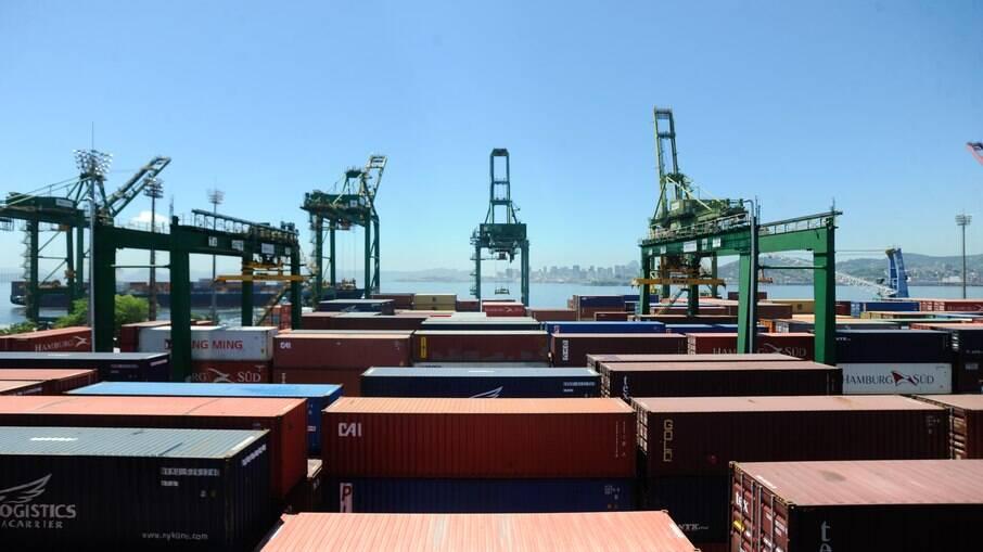 O Brasil é um grande exportador de commodities (produtos básicos) para o mercado global