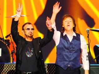 "Show. No início deste ano, Ringo Starr e Paul McCartney tocaram juntos no show ""The Night That Changed America"""
