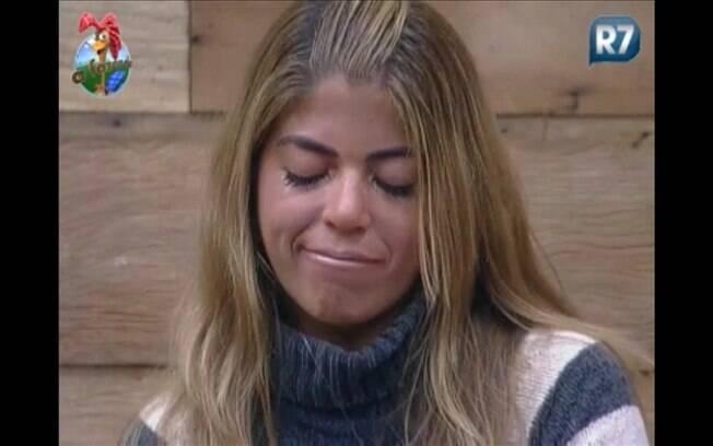 Raquel se emociona com o gesto de Valesca e chora