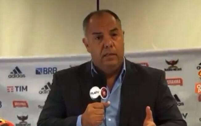 Banner com patrocínios do Flamengo caiu durante entrevista