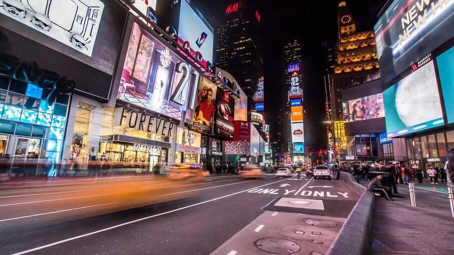 Três pessoas foram baleadas no último sábado (8) na Times Square, em Nova York, EUA