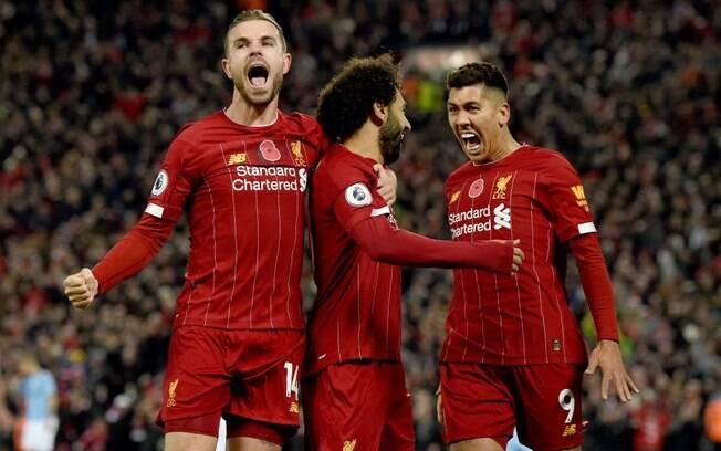 Liverpool derrotou o Manchester City e disparou na liderança do Inglês