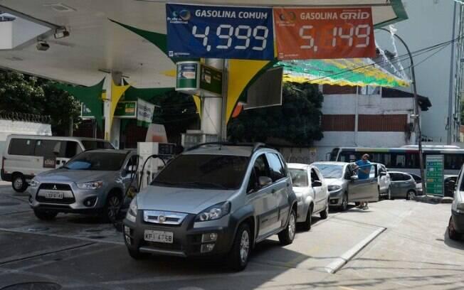 O preço da gasolina nos postos de combustível terminou a semana passada em queda de 0,36%, chegando a R$ 4,349