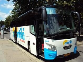 Viajar de ônibus com grupo de amigos remete à adolescência