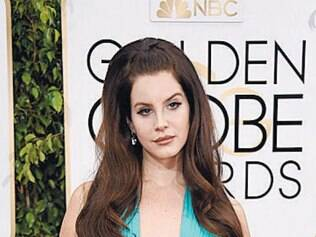 Lana Del Rey ganhou como o vestido mais criticado do red carpet e, claro, virou meme. O modelo da Travilla não lhe caiu bem
