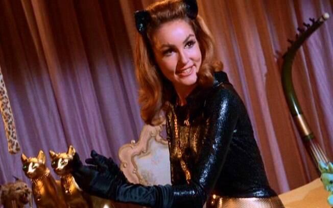 julie newmar como mulher gato