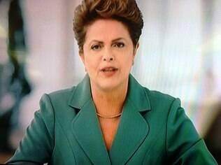 Presidente Dilma Rousseff (PT) em pronunciamento na noite de domingo (8)