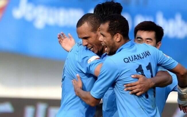 Brasileiros marcam, e Tianjin Quanjian sobe para primeira divisão da China