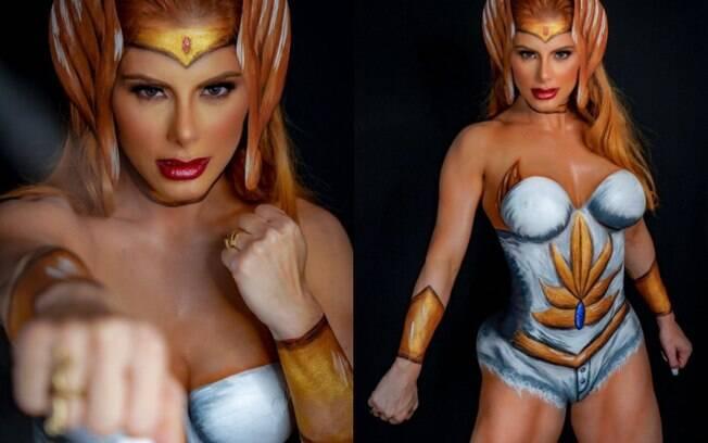 Deborah Albuquerque faz pintura corporal de guerreira She-ra