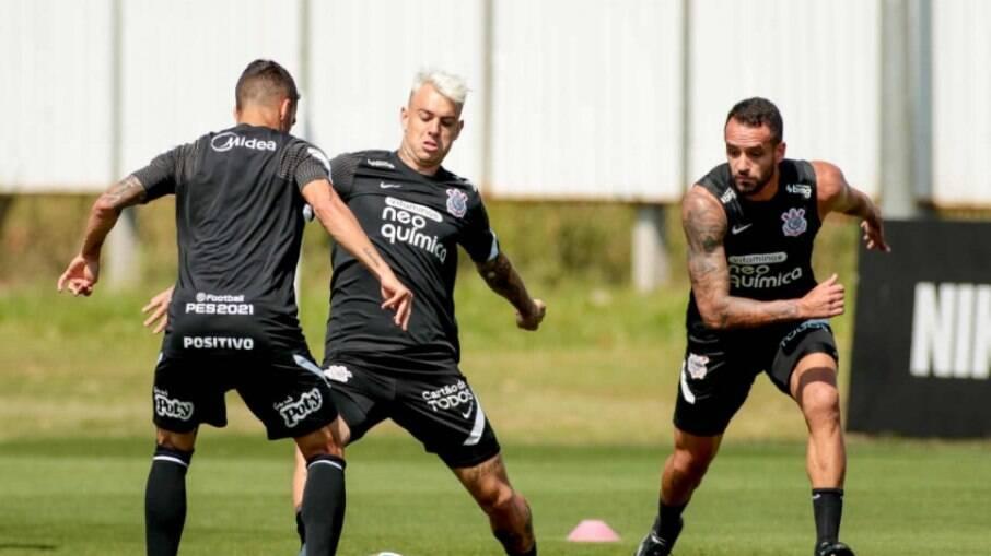 Roger Guedes está relacionado pelo Corinthians e pode fazer sua estreia diante do Juventude