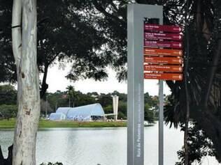 Pontos turísticos já receberam sinalização em formato trilíngue