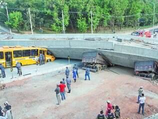 Tragédia. Viaduto Batalha dos Guararapes, na avenida Pedro I desabou em 3 de julho, matando duas pessoas e deixando outras 23 feridas