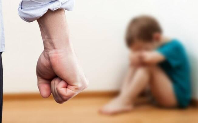 Violência, palmada e xingamento aumentam o hormônio do estresse e alteram a forma do cérebro