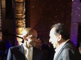 No sorteio da Libertadores, em dezembro, o ex-presidente Kalil se encontrou com Verón
