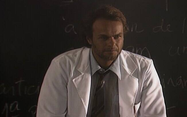 O Professor Avellar (Kadu Moliterno) em