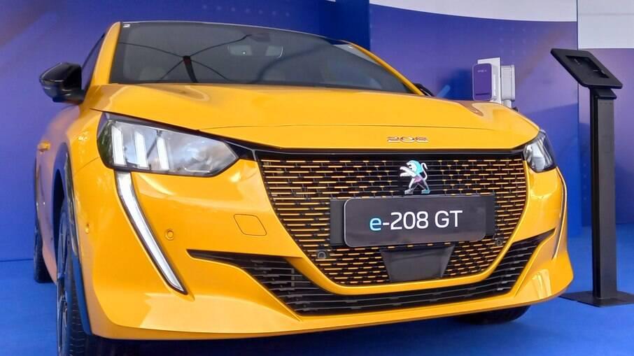 Peugeot 208 e-GT está sendo mostrado em São Paulo até amanhã como um dos novos elétricos que chegarão ao Brasil