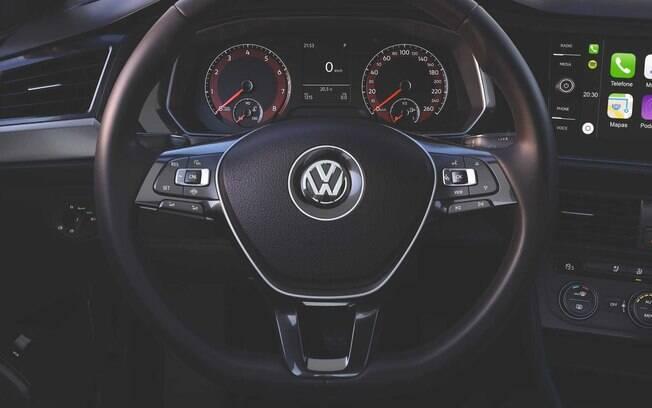 Volkswagen Jetta 250 TSi vem vem equipado, mas não conta com itens como hastes atrás do volante para troca de marchas