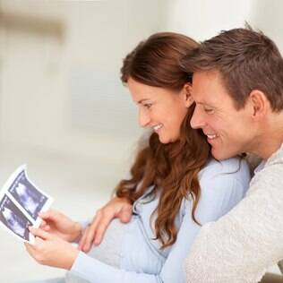 O período de tentativa para engravidar de forma natural deve ser de, no mínimo, seis meses antes de procurar ajuda médica