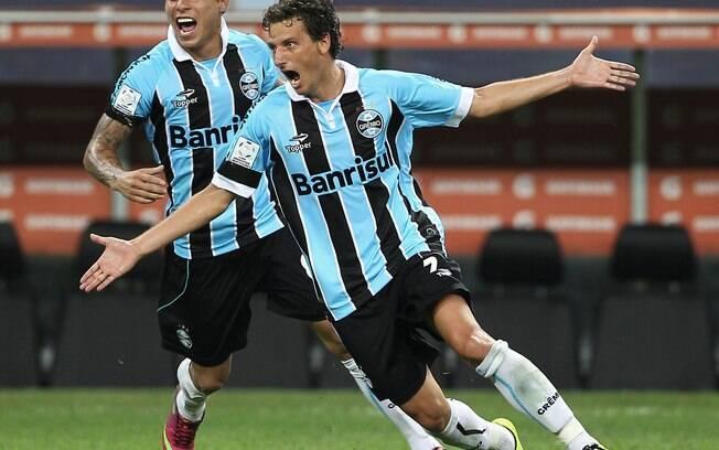Elano comemora gol do Grêmio