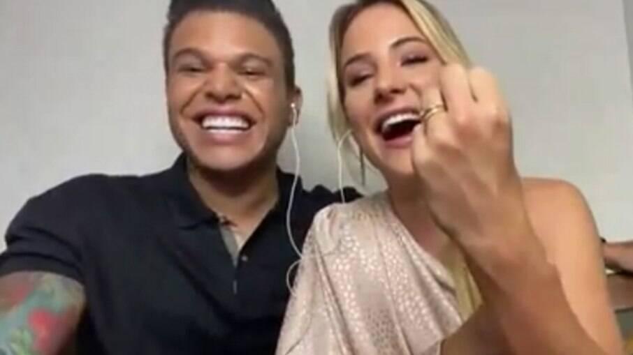 Gabi Martins e Tierry mostram aliança no