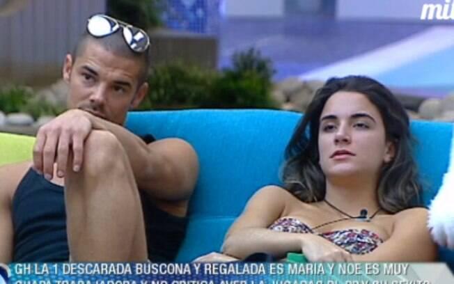 Laisa escuta as instruções da prova sobre o Brasil