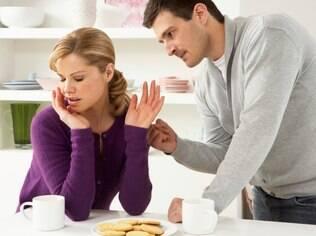 Intolerância com coisas pequenas do parceiro é um sinal clássico de que você não quer se envolver