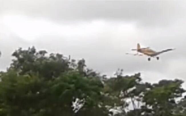Avião que despejava agrotóxico foi capturado em vídeo feito pelos Guarani Kaiowá