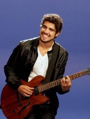 Caio Castro participa do clipe de Ana Clara